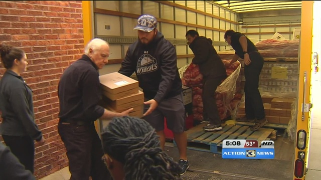 Mobile food pantry helps refugee families KMTVcom