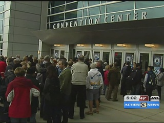 Shareholders flock to the CenturyLink Center...