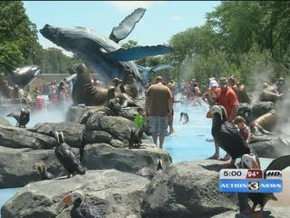 Omaha Zoo busy, despite heat wave