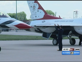 Thunderbirds land at Offutt Air Force Base