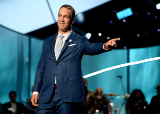 Manning makes fun of his own retirement at ESPYs