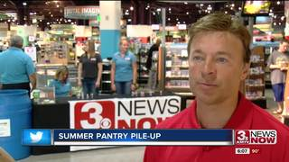 Nebraska Furniture Mart hosts pantry pile-up