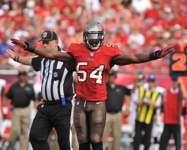 Bucs LB Lavonte David week-to-week with ankle sprain